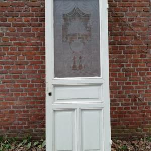 oude paneeldeur met geetst glas