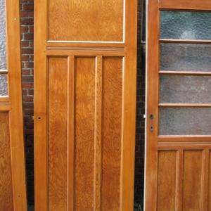 dichte paneeldeur en paneeldeur met glas, antieke deuren