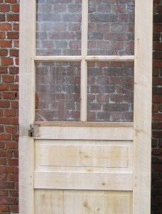 hoge paneeldeur met glas