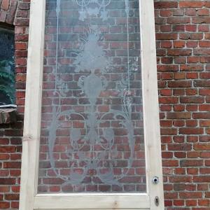 hoge paneeldeur geetst glas