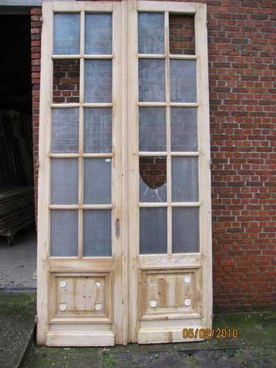 Hoge dubbele deuren met glas