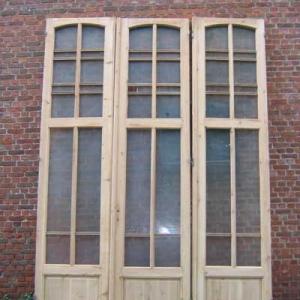hoge paneeldeuren met glas