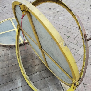 antieke ronde ijzeren ramen, kantelraam