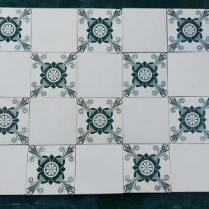 antieke wandtegel wit groen